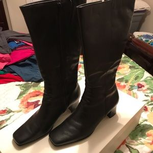 Women's size 10 black leather boots